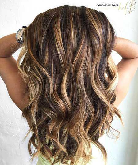 Dunkle lange haare mit strähnen